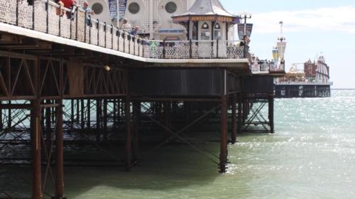 blue-brighton-marine-palace-and-pier-flag